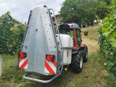 Pršilnik AGP PRO in traktor Antonio Carraro TRX 7800 S I Agromehanika d.d.